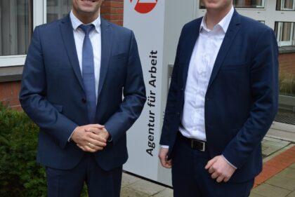 Das Foto zeigt von links: Sven Rodewald und Jörn Schepelmann. Verwendung ist in print und online frei. Quellenangabe: Agentur für Arbeit Celle, Benjamin Bauch